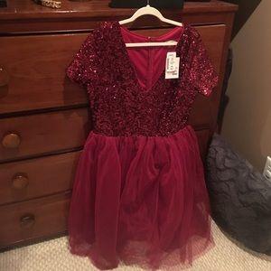 NWT, never worn XXL burgundy sequin dress! ❤️